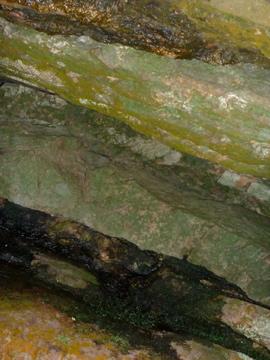 textura de uma pedra da cachoeira do buracão - em ibicoara